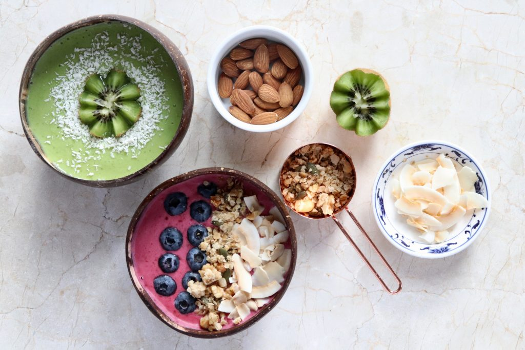 Smoothie bowls and smoothie bowl toppings